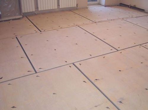 Ako vyrovnať podlahu pod laminátom bez poteru