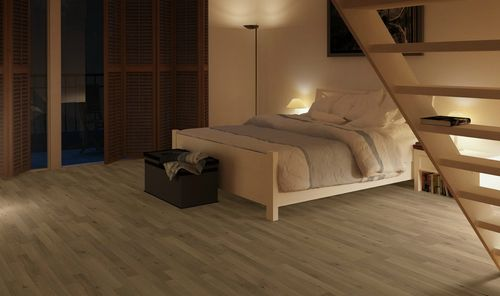Светлый ламинат в спальне
